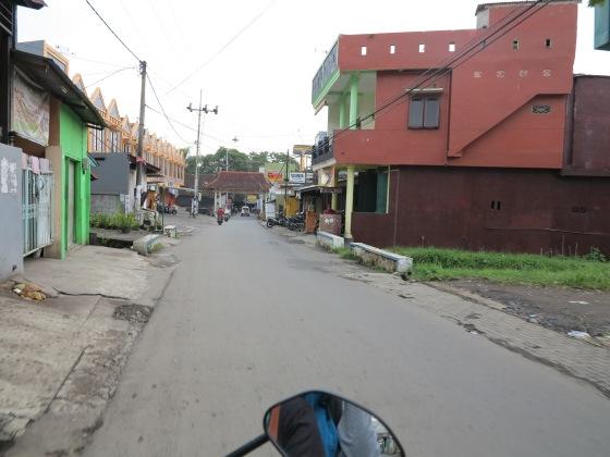 Jalan Sepanjang Gang Tirto